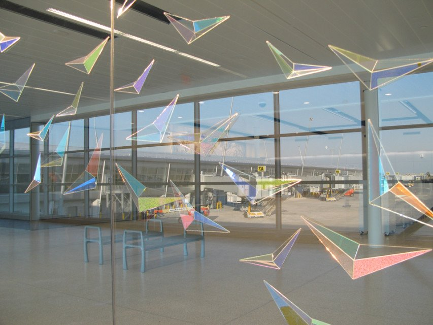 """Flight Wave"" Indianapolis International Airport: Dichroic glass, Metal Halide Lighting. Detail"